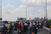 Cầu Rạch Miễu, cầu Hàm Luông ùn ứ do sự cố giao thông