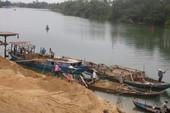 Bắt 2 sà lan khai thác cát trái phép trên sông Tiền