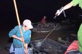Nổ súng bắt ghe hút cát lậu ở Vĩnh Long