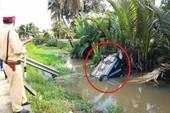Ô tô tông xe đầu kéo rồi lao thẳng xuống kênh