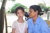 Học sinh bị ném thước mù mắt, nhà trường đền 105 triệu