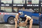 Bắt giữ xe khách chở hơn 12.600 gói dầu gội Clear giả