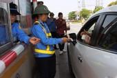 Chùm ảnh: Dân mang xe hơi đi ký đơn, phản đối phí BOT