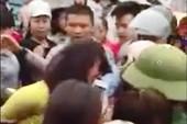 Hàng trăm người vây bắt 1 phụ nữ do hiểu nhầm