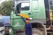 Tài xế xe cứu thương lôi dao dọa chém người lái xe tải