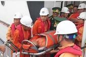 Vượt 130 km sóng dữ cứu người xuất huyết dạ dày