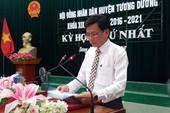 Sau xin lỗi học sinh nghèo, kỷ luật cựu chủ tịch huyện