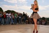 Sharapova diện váy ngắn gợi cảm mừng công trước tháp Eiffel