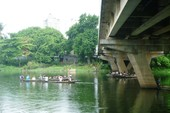 Nam thanh niên nhờ bạn chở đến cầu, nhảy sông tự tử