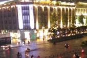 Người Sài Gòn choáng váng với cơn mưa tối tăm trời đất