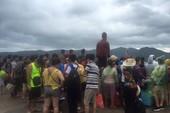 Cả ngàn du khách mắc kẹt trên các đảo ở Quảng Ninh