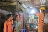 Thợ điện thủ đô chăm sóc khách hàng