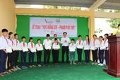 Trao 120 học bổng cho con em hộ chăn nuôi