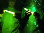 Nung que huỳnh quang trong lò vi sóng: hóa chất nổ thẳng vào mặt