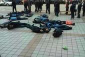 30 người biểu tình uống thuốc trừ sâu, ngất xỉu trên đường phố