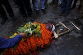 Nepal tuyên bố quốc tang 3 ngày: Cả thế giới cúi đầu chia buồn