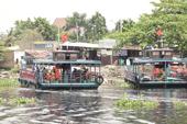 Người Sài Gòn cũng 'qua sông lụy đò'