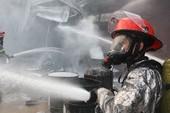 Clip: Cháy nổ lớn công ty sơn ngàn mét ở Hóc Môn