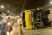 Clip: Cứu hộ xe chở đất lật trong hầm Thủ Thiêm