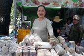 Nông dân mang sản phẩm sạch ra hội chợ, được gì?