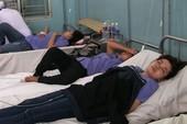 Clip: Hàng chục công nhân nhập viện nghi do ngạt khí