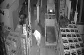 Trộm đột nhập đại lý bia bị camera ghi lại