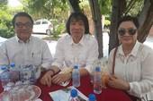 Đông đảo nghệ sĩ nổi tiếng viếng NS Thanh Sang