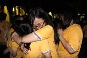 Học sinh Trưng Vương bật khóc ở buổi chia tay lớp 12