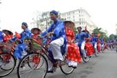 Chùm ảnh: 100 cặp rước dâu bằng xe đạp trong ngày 2-9