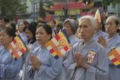 Hàng ngàn người mừng lễ Phật đản tại Việt Nam Quốc Tự