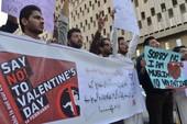 Valentine bị tẩy chay nhiều nơi ở châu Á