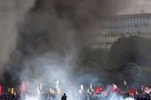 Thủ đô Brazil bạo động, đốt phá trụ sở chính phủ