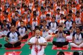 Thủ tướng Ấn Độ tập Yoga cùng hàng ngàn dân