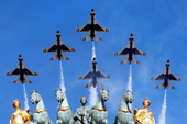Ông Trump dự lễ diễu binh rầm rộ mừng Quốc khánh Pháp