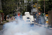Binh sĩ nổi loạn tấn công căn cứ Venezuela