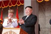 Ông Kim Jong-un hoãn nã tên lửa Guam