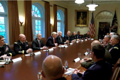 Gặp quân đội, ông Trump ám chỉ 'bình yên trước bão'
