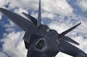 Tàng hình F-22 của Mỹ đối đầu Su-25 Nga tại Syria