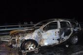 Ô tô phát hỏa trên cầu, 3 người thoát chết