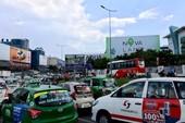 Ùn tắc nặng ở quanh sân bay Tân Sơn Nhất