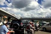 Giao thông hỗn loạn khu vực xây cầu vượt Tân Sơn Nhất
