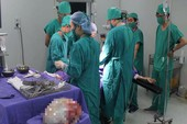 Cắt bỏ khối u nang buồng trứng khổng lồ nặng hơn 6 kg