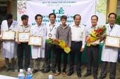 Khen thưởng các bác sĩ cứu sống nạn nhân nguy kịch