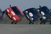 Màn trình diễn lái ô tô trên 2 bánh