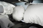 Ngành công nghiệp ôtô đau đầu với lỗi túi khí