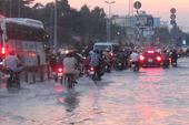 TP.HCM: Sau cơn mưa, đường ngập như sông