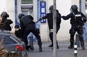 Clip thêm vụ bắt cóc con tin ở bưu điện ngoại ô Paris