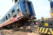 Clip cứu hộ tàu hỏa trật bánh ở Quảng Trị