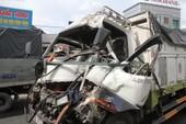 Video: Sau vụ tai nạn liên hoàn, tài xế bị kẹt cứng trong cabin