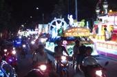 Clip: Diễu hành xe hoa chào mừng đại lễ Phật Đản ở Huế